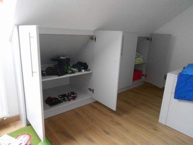 Slaapkamer onder schuin dak het inrichten van een kleine slaapkamer wooninspiratie - Slaapkamer onder het dak ...